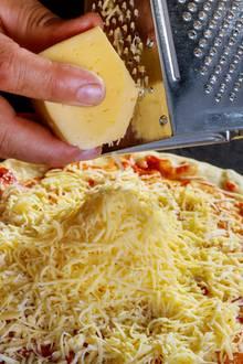 Reibekäse rundet jede Pizza ab