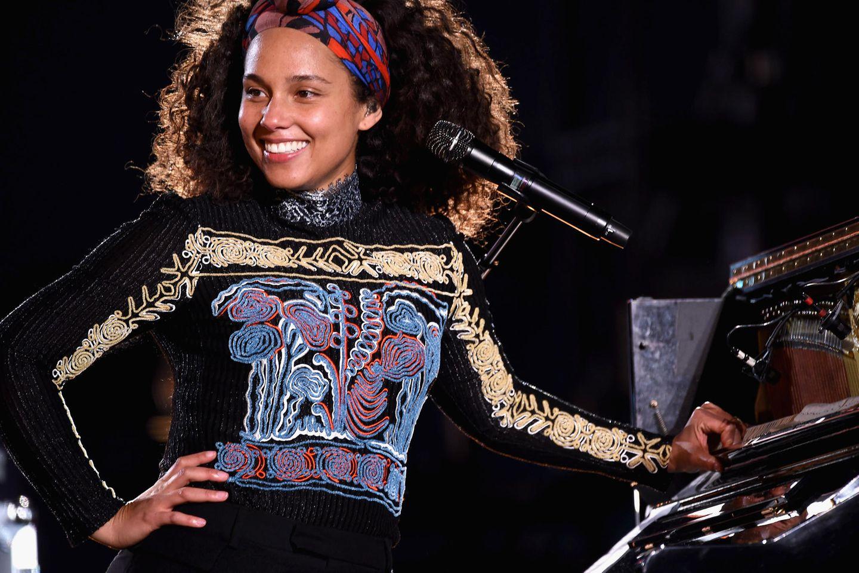 Yoga Skin: Alicia Keys zeigte schon 2016, wie der No-Make-up-Look funktioniert