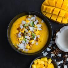 Kokosraspeln verfeinern neben Backwerk auch Smoothies, Suppen + Co.