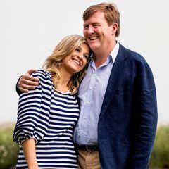Liebevoll lehnt sich Königin Máxima an die Schulter ihres Ehemanns König Willem-Alexander.