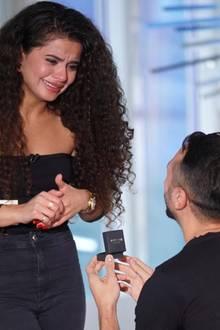 Premiere bei DSDS: CastingteilnehmerGeorgios macht seiner Freundin einen Antrag