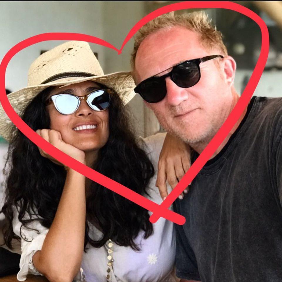 Schauspielerin Salma Hayek und EhemannFrançois-Henri Pinault grüßen zum Valentinstag.