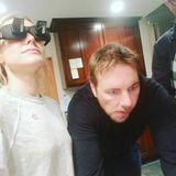 "Schauspielerin Kristen Bell schickt Liebesbotschaften an Ehemann Dax Shepard – ""Lazy-Readers-Brille inklusive""."