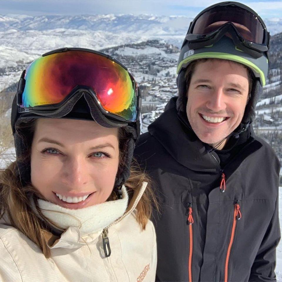 Liebesgruß aus kalterHöhe: Schauspielerin Milla Jovovic und ihr geliebter EhemannPaul W. S. Anderson.