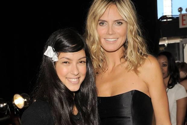 Auch nach GNTM treffen Rebecca Mir und Heidi Klum noch aufeinander. Bei der New York Fashion Week 2011 darf Rebecca fürChristian Siriano über den Catwalk laufen. Heidi besucht sie vorher im Backstage-Bereich.