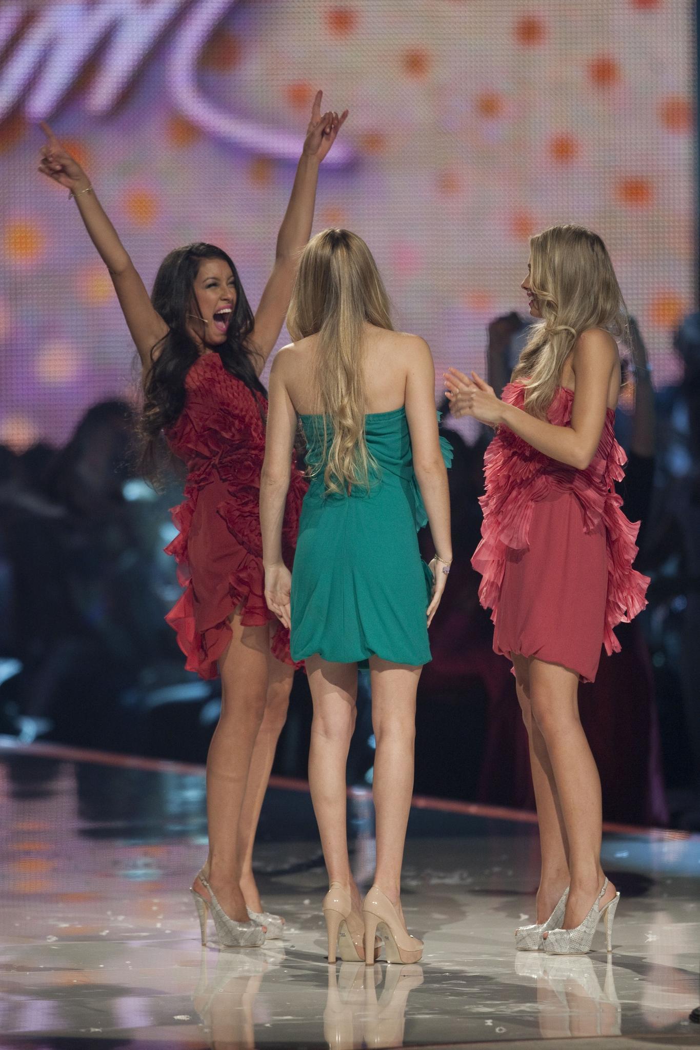 """Freude pur: Rebecca Mir steht im Juni 2011 im Finale von """"Germany's next Topmodel"""". Die Nervosität, die sie bei ihrem ersten Shooting hatte, hat sie bereits abgelegt."""