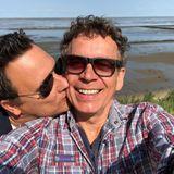 """Ein Kuss von Guido Maria Kretschmer – und passende, liebevolleWorte an seinen Ehemann: """"Es ist das größte Glück, dich an meiner Seite zu wissen, lieber Frank. Ich bin unendlich dankbar, dass es dich gibt! Du bist das Beste, was mir je passiert ist."""""""