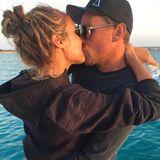 """Seit 2017 ist Alena Fritz, so manchem Fan besser bekannt als Alena Gerber, mit Fußballer Clemens Fritz verheiratet. """"Happy Valentines Day everyone!!!!!!! AUF DIE LIEBE"""", postet das Model zu dem Knutschfoto."""