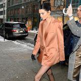 Es istKendall Jenner, die auf Storchenbeinen durch New York spaziert und ihren Model-Körper auf einem Event präsentiert.