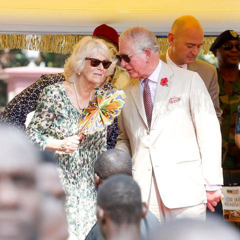 Herzogin Camilla und Prinz Charles tun eine Reise