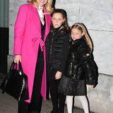 """Hochgeschlossen kann auch sexy sein! Das beweist Michelle in der Show """"Striscia la notizia""""im figurbetonten """"kleinen Roten""""."""