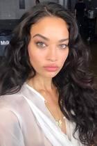 Traumfrau mit Traumlocken: Topmodel Shanina Shaik macht mit diesem Foto ihrer perfekten Lockenpracht ihre Instagram-Fans neidisch.