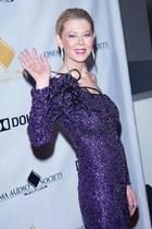 In den vergangenen Jahren hat Tara Reid vor allem Schlagzeilen durch ihre besorgniserregend zerbrechliche Figur gemacht. Körperlich scheint sich die Schauspielerin mittlerweile glücklicherweise wieder gefangen zu haben, modisch gesehen folgt allerdings eine Modesünde auf die nächste ...