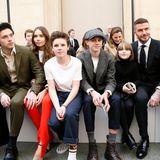 17. Februar 2019  In schönster familiärer Eintracht sitzt Familie Beckham mit Brooklyn, seiner neuen Flamme Hana Cross, Cruz, Romeo, Harper und Papa David in der ersten Reihe von Victorias Fashion-Show in London. Zusammenhalt ist eben alles!