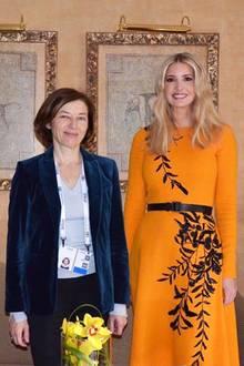 Dieser Look toppt alles: Im Rahmen ihres Deutschlandbesuches trägt Ivanka Trump dieses orangefarbene Kleid von Oscar de la Renta. Dieses Modell des Luxus-Labels hat seinen Preis. Für stolze4.850 Euro ist es zu haben.