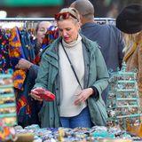 Ein Superstar auf dem Flohmarkt: Schauspielerin Cameron Diaz wird auf ihrer Suche nach einer farbenfrohen Clutchim New Yorker Stadtteil SoHo abgelichtet.