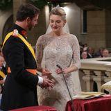 """20. Oktober 2012  In der """"Kathedrale unserer lieben Frauvon Luxemburg"""" tauschen Guillaume und Stéphanie Ringe aus."""