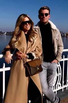 Frühlingsgefühle in Hamburg! Sylvie Meis zeigt sich mit ihrem Freund Bart Williams am Wochenende während eines Alsterspaziergangs. Sie trägt einen beigen Mantel und eine Tasche von Louis Vuitton. Auch er zeigt sich in einer warmen Jacke und beide tragen große Sonnenbrillen.