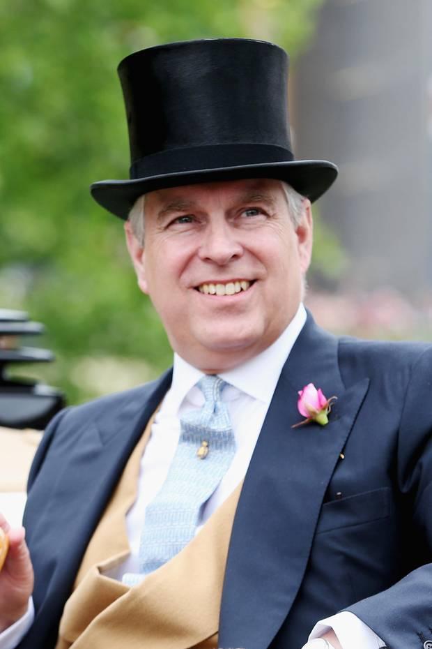 19. Februar 2019  Happy Birthday, Prinz Andrew! Das dritte Kind von Queen Elizabeth und Prinz Philip wird heute 59 Jahre alt. Wie und wo er seinen Ehrentag feiert, ist nicht bekannt. Klar ist aber, dass er auf ein bewegtes Lebensjahr zurück schauen kann. Das wohl aufregendste Ereignis: er fungierte als Brautvater. Im Oktober führte er seine jüngste Tochter, Prinzessin Eugenie, in Windsor zum Altar.