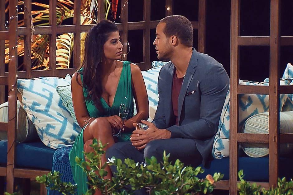 """Eva macht Andrej ein pikantes Geständnis  Alle Episoden von """"Der Bachelor"""" bei TVNOW: www.tvnow.de"""