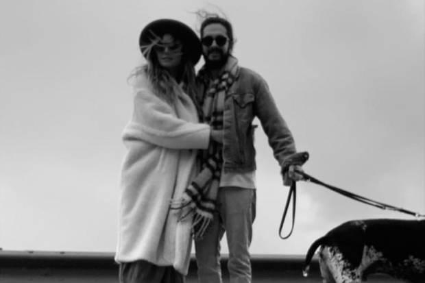 Heidi Klum postet dieses Pärchenfoto mit Tom Kaulitz am 17. Februar 2019. Wieder trägt sie ihren Walle-Walle-Mantel