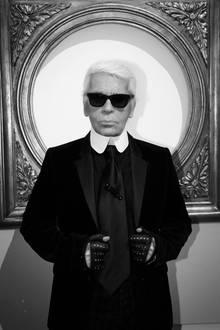 19. Februar 2019: Karl Lagerfeld (85 Jahre)   Ein schwarzer Tag in der Mode-Welt: Karl Lagerfeld ist im Alter von 85 Jahren verstorben. Ob nun als Modezar, Fotograf, Designer, Filmemacher, Verleger oder Stilikone: Auf dem Fashion-Olymp hatder Exzentriker auf ewig einen Platz ganz oben.