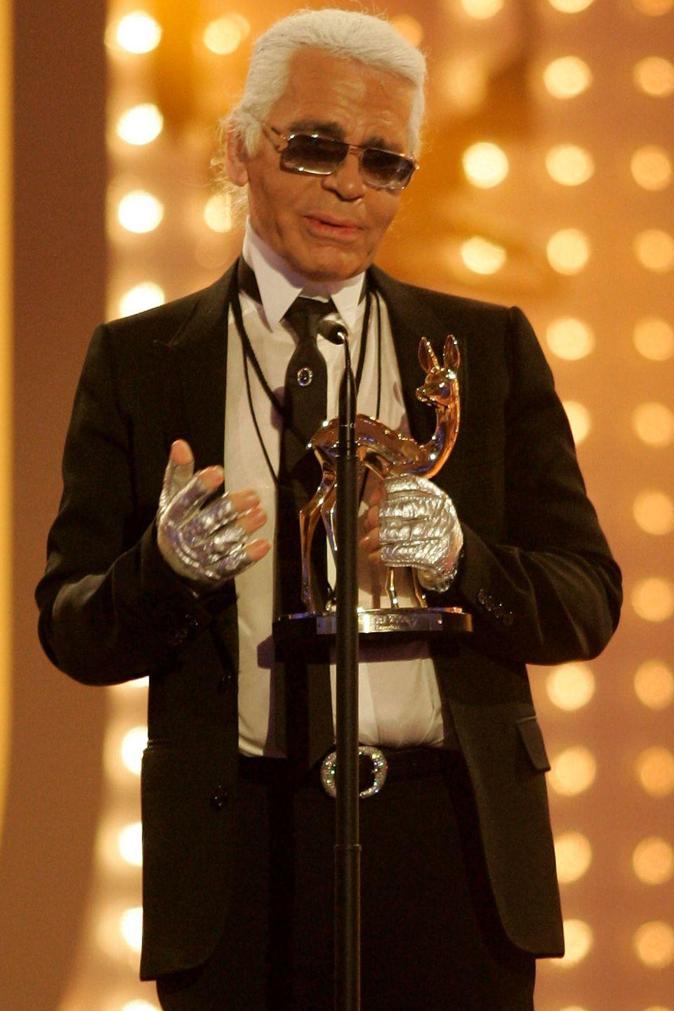 "2005 nimmt er bei der 57. Bambi-Verleihung den Preis in der Kategorie ""Kreativität"" entgegen."