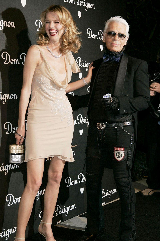 Lagerfeld und Model Eva Herzigova launchen einen Champagner für Dom Pérignon.