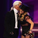 2008 überreicht er Popsängerin Britney Spears den Bambi.