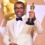 """2018  Jordan Peele gewinnt mit seinem Regiedebüt """"Get Out"""" in der Kategorie """"Bestes Originaldrehbuch"""" die begehrte Oscar-Trophäe. Sein Film hat ein Einspielergebnis von mehr als 100 Millionen US-Dollar erreicht. Damit ist Peele der erste afroamerikanische Regisseur und Drehbuchautor, der bei den Academy Awards einen Goldjungen mit nach Hause nehmen kann."""