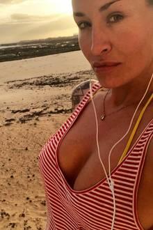 """""""Guten Morgen"""", schreibt Sarah Connor kurz und knapp zu diesem Selfie auf Instagram. Neben der beeindruckenden Kulisse im Hintergrund fällt vor allem dernatürlicher Glow der Sängerin direkt ins Auge. Make-up hat sie ganz offensichtlich nicht nötigt, wow!"""