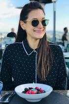 Angelique Carbal feiert auch knapp einen Monat später noch Geburtstag - zumindest auf ihrem Teller. Die Schauspielerin veröffentlicht auf ein Instagram ein Foto von sich, das sie mit einer bunten Müslischale voller Früchten und Süßigkeiten zeigt. Zudem ist das kleine Festmahl mit einer Kerze geschmückt. Angelique scheint diese Aufmerksamkeit überglücklich zu machen: Sie strahlt mit der Sonne um die Wette.
