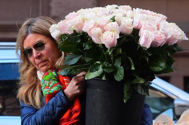Die Blumen, die zur angeblichen Babyparty von Herzogin Meghan getragen wurden, geben Anlass zur Vermutung, dass Prinz Harrys Frau ein Mädchen erwartet.