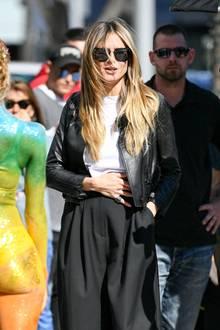 Heidi legt ihre Hand schützend auf ihren Bauch - ob sie wirklich Nachwuchs mit ihrem Verlobten Tom Kaulitz erwartet? Das wissen wohl nur die Beiden.