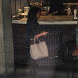 """Im """"The Surrey"""" selbst entscheidet sich Meghan für das """"Café Boulud"""", das französische Küche anbietet. Auf der Lunch-Karte des Cafés stehen Speisen wie Coq au Vin, Pilzrisotto oder geräucherter Stör. Zudem gibt es ein Zwei- oder Drei-Gang-Menü, bei denen sich Meghan aus verschiedenen Gerichten ihr persönliches Mittagessen zusammen stellen kann."""