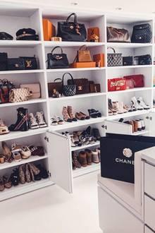 Chanel, Louis Vuitton und Co- Luxus soweit das Auge reicht. Dieser begehbare Kleiderschrank ist ein wahr gewordener Mädchentraum.