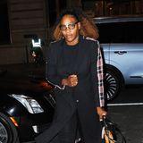 Ebenfalls beim Dinner anwesend: Serena Williams. Die Tennisspielerinzählt ebenfalls seit Jahren zu Meghans engstem Freundeskreis und wurde auch nach der royalen Hochzeit des Öfteren an Meghans Seite gesichtet. Kein Wunder also, dass sie für Meghans Babyparty ebenfalls nach New York jettet.