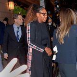 Serena Williams folgt Meghan auf dem Fuße und steigt nach dem Dinner zu ihr ins Auto.