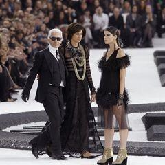 Bis zuletzt inspirierte die hochgewachsene Brünette den Designer zu seinen Entwürfen und nahm an Modenschauen teil.