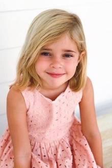 20. Februar 2019  Happy Birthday, Prinzessin Leonore! Die älteste Tochter von Prinzessin Madeleine und Chris O'Neill wird schon fünf Jahre alt. Anlässlich ihres Ehrentags veröffentlicht der Hof ein neues Foto, das die stolze Mutter höchstpersönlich knipste. Leonore posiert wie eine Große, lächelt verschmitzt in die Kamera. Und sitzt dabei still - eine Pose die für den kleinen Wirbelwind alles andere als gewöhnlich ist.