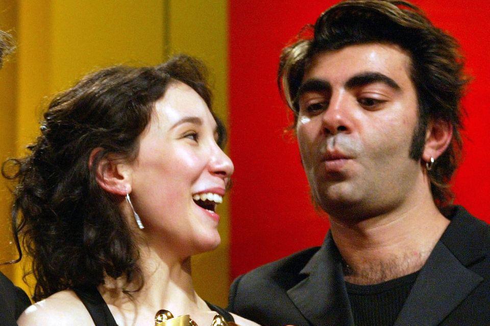 """Sibel Kekilli und Fatih Akin mit dem deutschen Filmpreis für """"Gegen die Wand"""""""