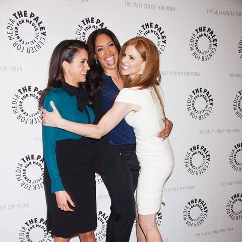 """Meghan Markle, Gina Torres und Sarah Rafferty (v.l.n.r.) besuchen im Januar 2013 ein """"Suits""""-Event in Beverly Hills"""
