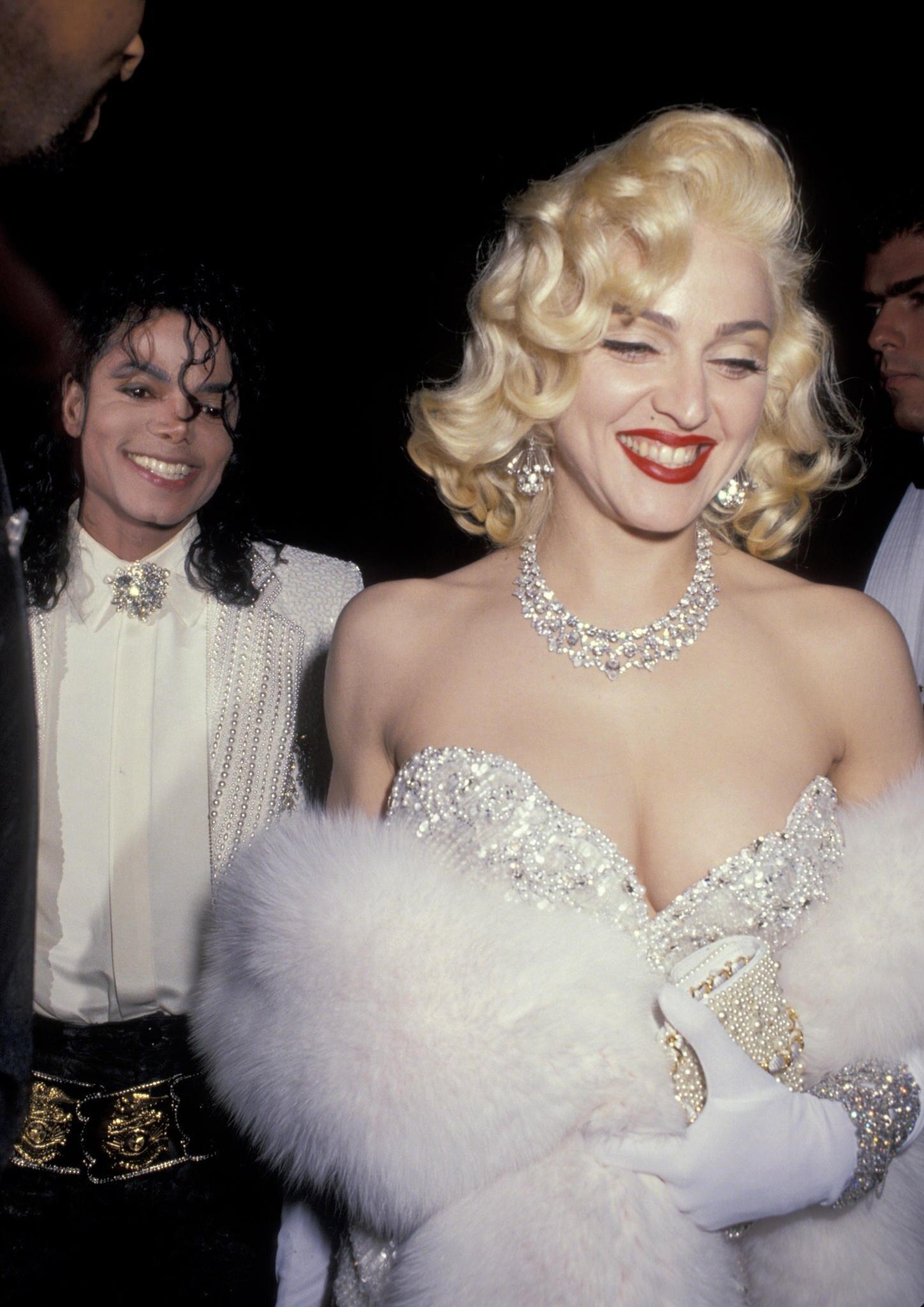 Hier besucht Madonna1991 zusammen mit Michael Jackson (†50) eine Oscar-After-Show-Party in Hollywood. Heute richtet sie selbst eine geheime After-Partyaus, auf der keine Fotos erlaubt sind.