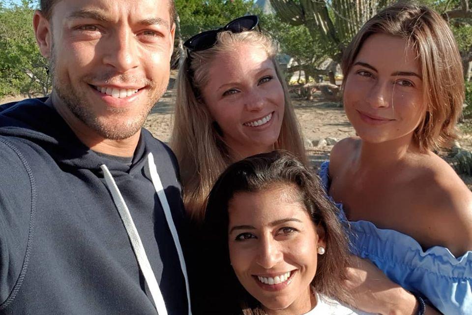 Andrej Mangold mit Vanessa, Eva undJennifer