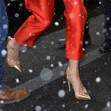 ... die Pumps vonGianvito Rossi im Wert von ca. 815 Euro hat die Ehefrau von George Clooney bereits auf der Hochzeit von Prinz Harry und Herzogin Meghan getragen.
