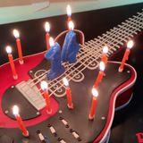Und ihre Instagram-Fans können sogar einen Blick auf die ganz besondere Gitarren-Torte werfen, die Musikfan Cruz zum 14. Geburtstag bekommen hat.