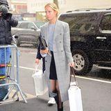 Designerin Misha Nonoo lässt sich Babyparty Teil Zwei nicht entgehen. Mit einer großen Tüte der Boutique Rani Arabella, die vor allem Interior Accessoires und Schals vertreibt, bewaffnet, macht sie sich auf den Weg ins Hotel. Hier war sie schon gestern zu Gast, als sie die Herzogin nachmittags besuchte.
