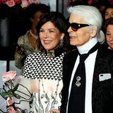 Prinzessin Caroline von Monaco ist eine der größten Royal-Fans von Modeschöpfer Karl Lagerfeld. Immer wieder sah und sieht man sie in Kreationen von Chanel. Dieses Bild zeigt Caroline und Karl Lagerfeld beim Rosenball 2017.
