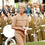 Ein Chanel-Look funktioniert einfach immer und ist für jede Gelegenheit geeignet. Prinzessin Caroline zeigt sich auf der Hochzeit von Erbgrossherzog Guillaume und Gräfin Stephanie de Lannoy in einem beigefarbenen Chanel-Kleid.