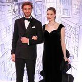 Zum jährlichen Rosenball 2018 trägt auch Beatrice Borromeo eine Kreation von Lagerfeld und sieht in diesem besonderen Abendkleid hinreißend aus.